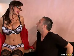 Lisa Ann hot babe in glasses get naughty in the offoce