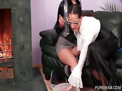Slutty lesbo gets messy cunt teased
