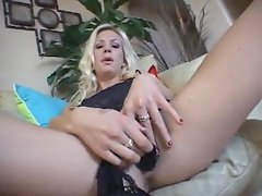 Tasty blonde amateur playing with her cunt