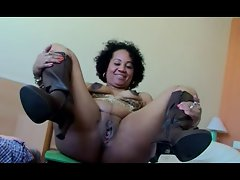 Mature Lady show her skills