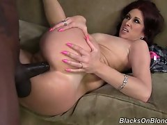 Tiffany Mynx has something to prove, and it's that cougars love black...