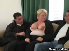 Two dudes try her aged snatch