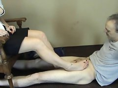 Racy treats pedal pumping footjob