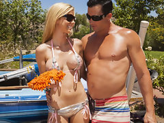 Wet dripping tempting blonde Jessie Rogers gets throbbing shaft at the car wash
