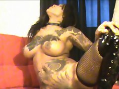 sexual tatted ebony cutie makes a mess on the floor